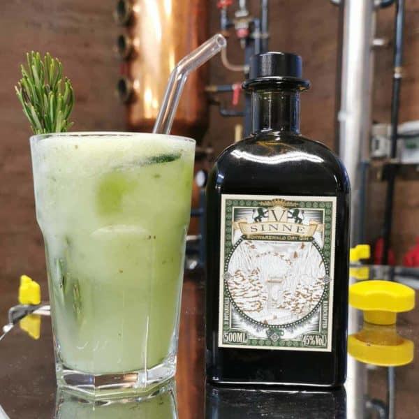 V-SINNE Dry Gin mit Strohhalmen