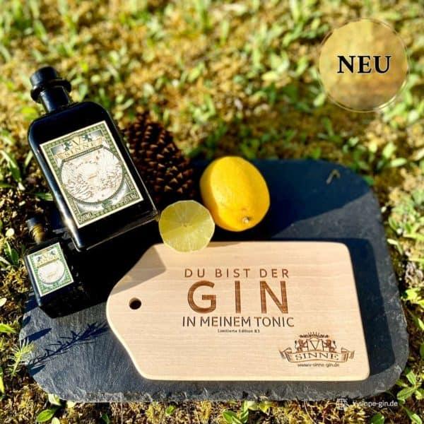V-SINNE Schwarzwald Gin Frühstücksbrettle mit Gin und Zitrone in der Natur